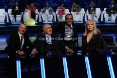 02/05/2014 Roma prima puntata di SI PUO' FARE, raiuno, nella foto Carlo Conti con la giuria Pippo Baudo Amanda lear Yuri Chechi