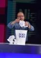Foto/IPP/Gioia Botteghi 09/10/2017 Roma, puntata di Night Tabloid, nella foto: Dario Vergassola con il cestino delle notizie cestinate di Porta a porta