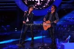 Roma 9/12/2012 serata speciale Tali e quali show coppie, nella foto: Gabriele Cirilli e Gigliola Cinquetti