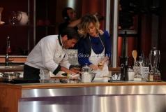 26/04/2013 Roma seconda puntata di La terra dei cuochi , ai fornelli Paola Barale