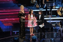 01/02/2014 Roma Prima puntata di Ti lascio una canzone, nella foto: Antonella Clerici con Valerio e Beatrice