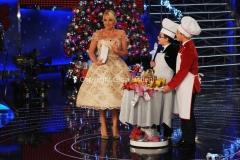 trasmissione natalizia in onda il 23/12/2011 di TI LASCIO UNA CANZONE speciale Natale, nella foto Antonella Clerici con il panettone 27/11/2011 Roma