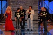15/09/07 Prima puntata di IL TRENO DEI DESIDERI condotto da Antonella Clerici con lei nella foto Al Bano e la famiglia Pierantozzi