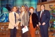 Gioia Botteghi/OMEGA 15/12/05TUTTO BENESSERE Daniela Rosati nel suo studio tv  con il prof. Antonio Giordano la regista Lella Artesi e il giornalista Leonardo Metalli