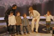 25/01/08 prima puntata della trasmissione di raiuno UOMO E GENTILUOMO nella foto : Milly Carlucci con i bambini