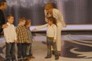 25/01/08 prima puntata della trasmissione di raiuno UOMO E GENTILUOMO nella foto : Milly Carlucci con i piccoli gentiluomini